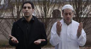Il protagonista del film, Akim (a sinistra), e il fratello Youssef